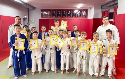 В клубе «Боец» прошло торжественное вручение поясов и сертификатов юным дзюдоистам